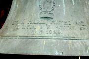 Detail nápisu na zvonu